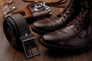 skórzane buty i pasek